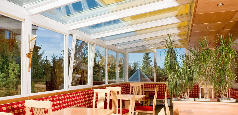 Balconi a vetro, come creare nuove stanze sicure e protette da ...