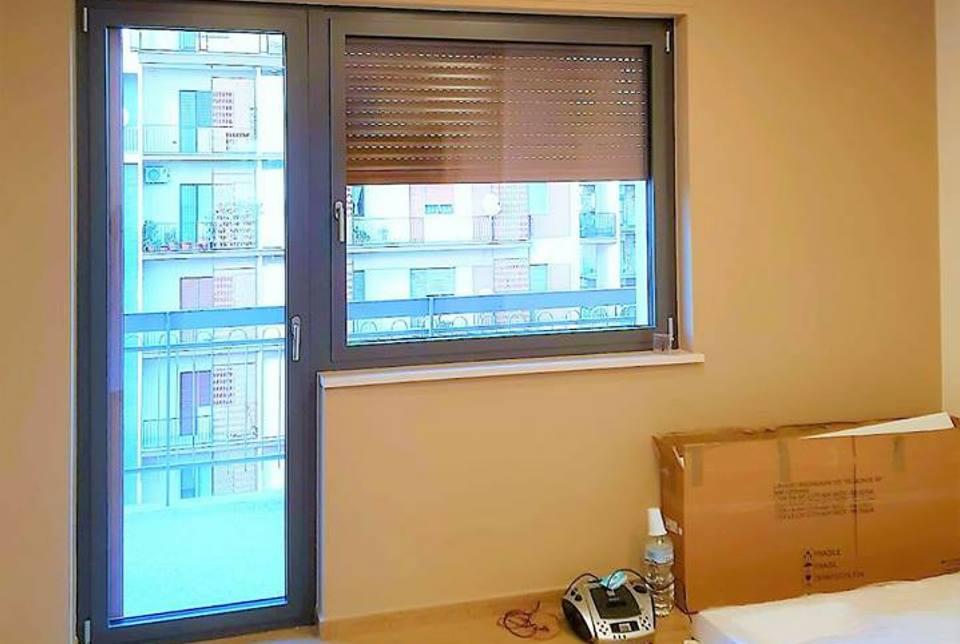 Porta finestra in alluminio windor porte finestre e for Porta e finestra insieme