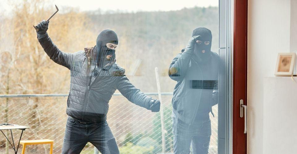 Come proteggere la villa dai ladri